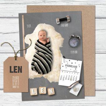 Geboortekaartje met foto en wekker, gewichtje en kalender